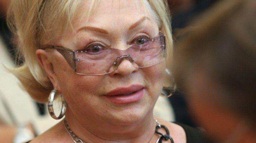 Умершую на85-м году жизни народную артистку РФпрославила роль вфильме «Тени забытых предков», где она первой изсоветских актрис снялась обнаженной.